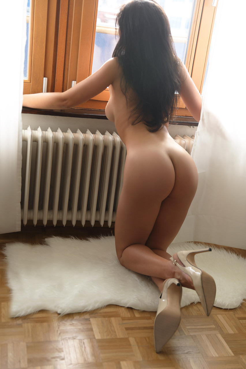 carol-monaco-escort-agency-service-london.jpg