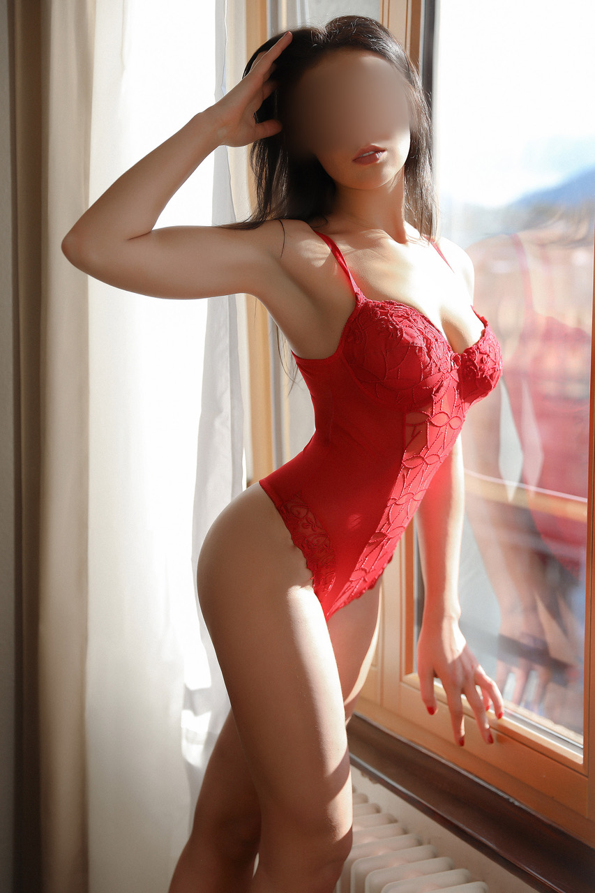 carole-escort-geneva-london-international-agency.jpg
