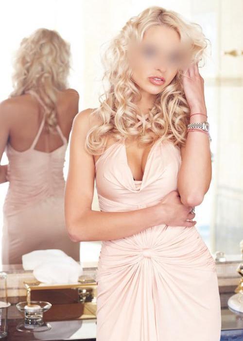 02-escorte-carolina-agence-blond-2.jpg