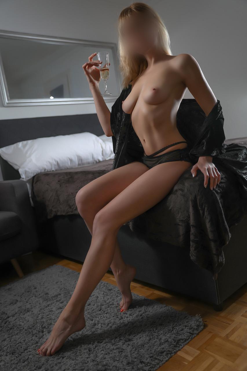 cristina-lausanne-geneva-agency-agence-escort-suisse.jpg