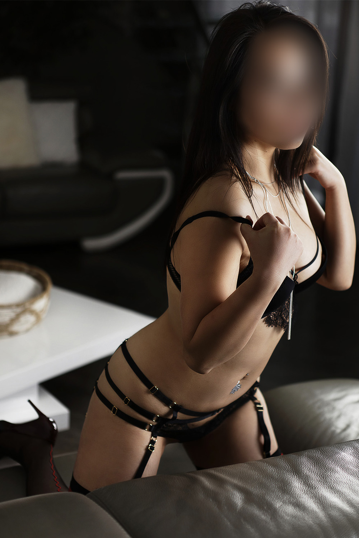 kimmiko-milf-escorte-monaco-berne-zurich-agence-suisse-londres.jpg