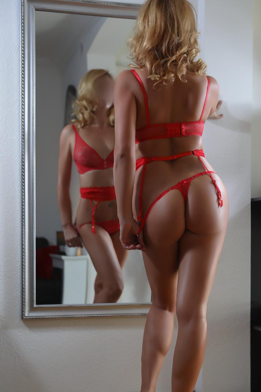 louise-escort-vip-milf-agency-agence-escortes-geneva-lausanne-montreux.jpg