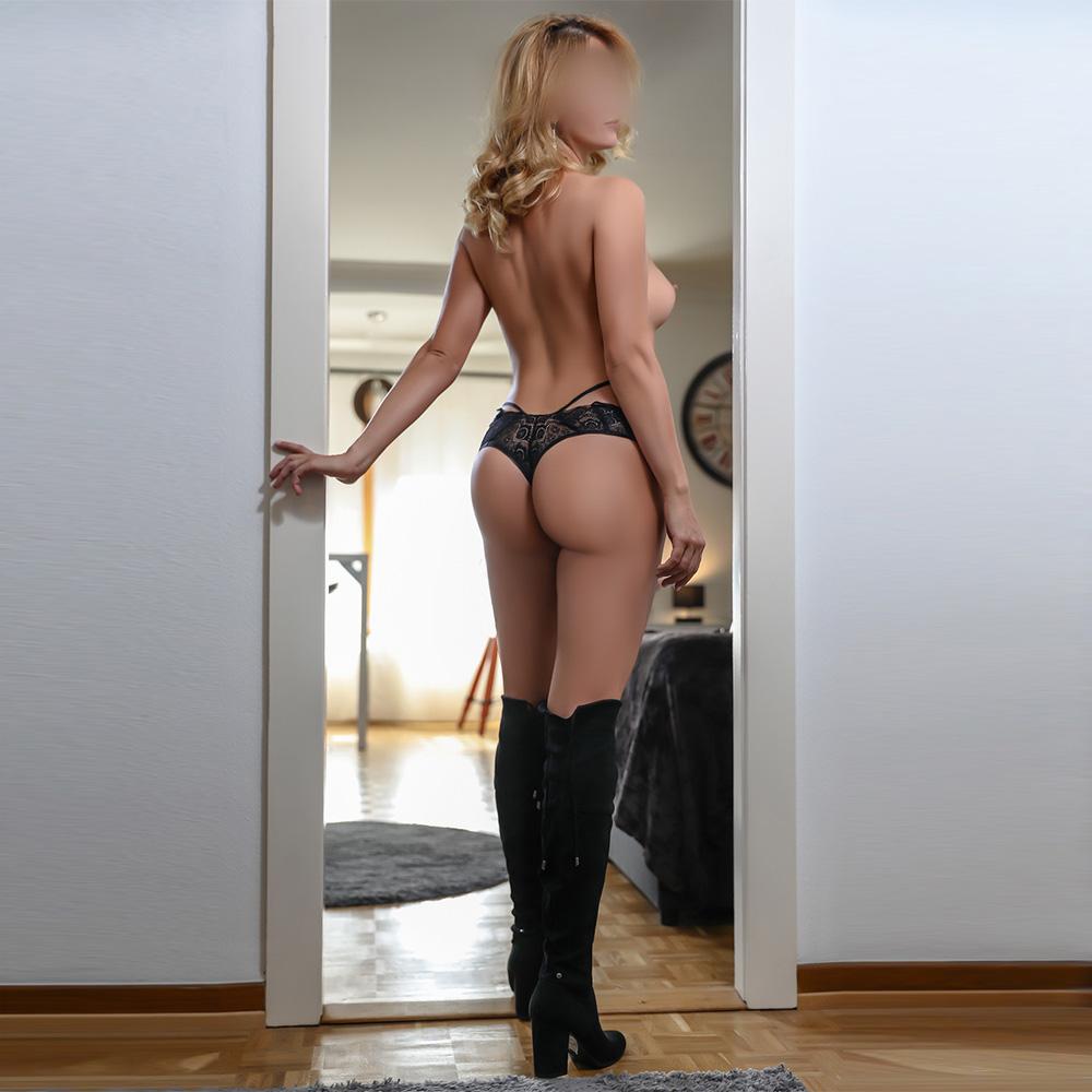 louise-zug-zurich-milf-escorte-girl-bale-agence-escort-geneve-lausanne-montreux.jpg